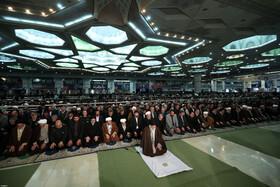 اقامه نماز جمعه به امامت رهبر معظم انقلاب اسلامی+عکس