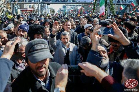 احمدی نژاد در راهپیمایی ۲۲ بهمن+ عکس
